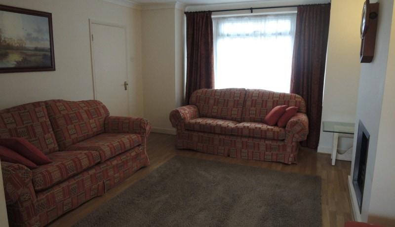 178 Cat Hill lounge area