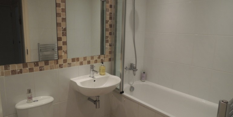 5 Invergarry bathroom