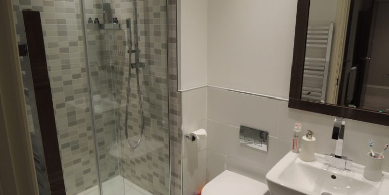 4 imperial grove guest shower room