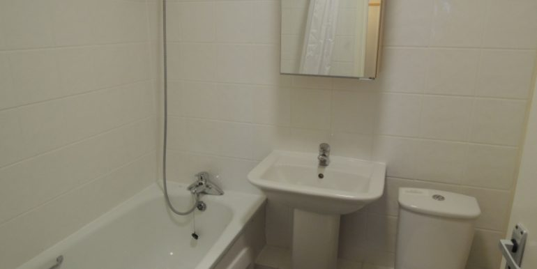 7 oakhill court bathroom