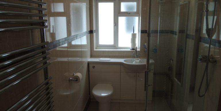82 southgate road shower room (2)