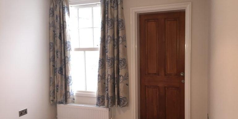 10. bedroom2 (2)