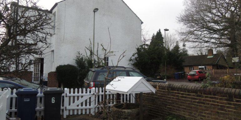 6 taylors lane front garden