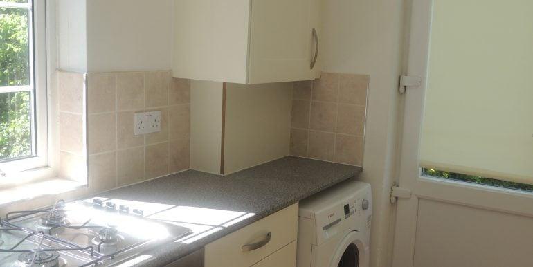 27 oakwood close kitchen 2