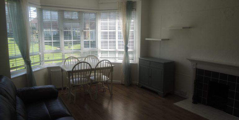 27 oakwood close lounge