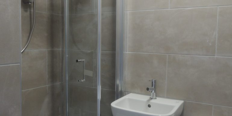 4 puller road ensuite shower