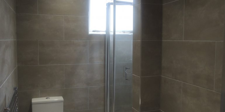 4 puller road shower room