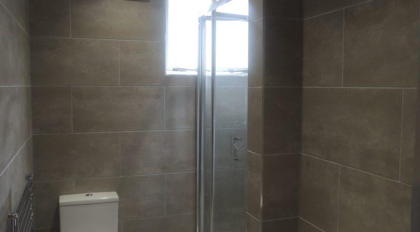 4 puller road shower room