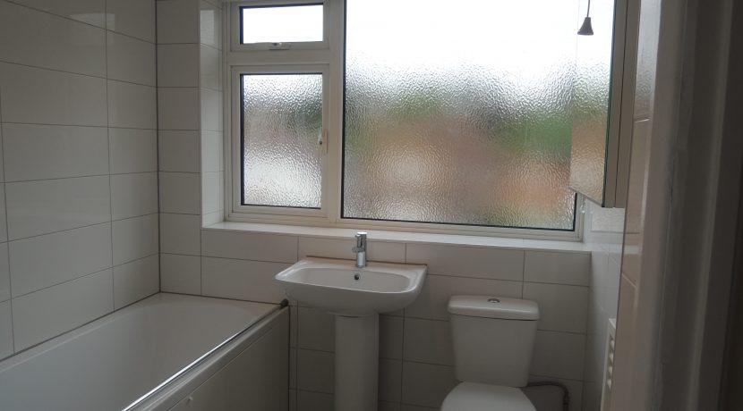 86 Clifford Road bathroom