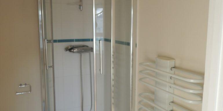 33 girton en-suite shower