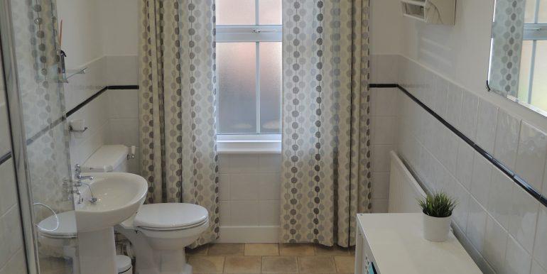 52 sebright bathroom 2